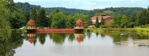 lake-templeback