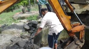 14 Venkatta holds the tarp on the bucket.