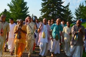 Deena Bandhu Das leads Govardhana Parikrama