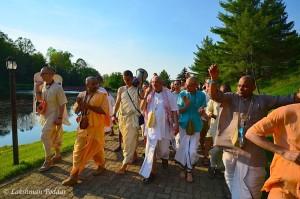 Govardhana Parikrama passes Kusum Sarovara